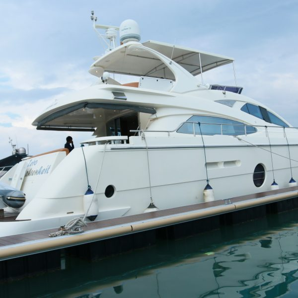 Luxury vehicles to your yacht party